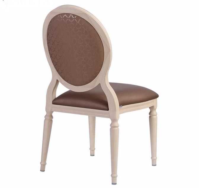 Bàn ghế hợp kim vân gỗ xu thế tất yếu